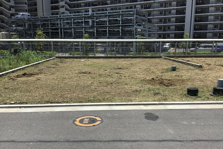 現況写真 No.77_土地(撮影_2021年7月)2台駐車+お庭が可能な成形地です。