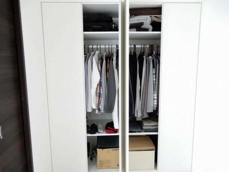収納 ハンガーポール付きで衣類にしわをつけずに収納できます