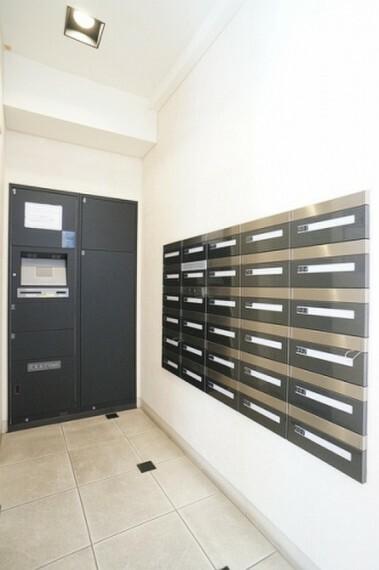 郵便受け 不在時の荷物も受け取り可能な宅配ボックス完備