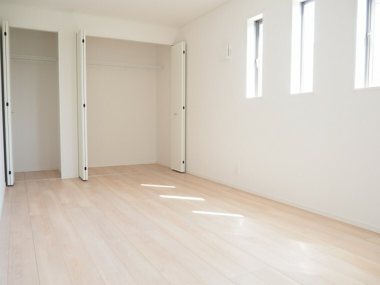 洋室 洋室  9帖の洋室  収納スペースが充実しています