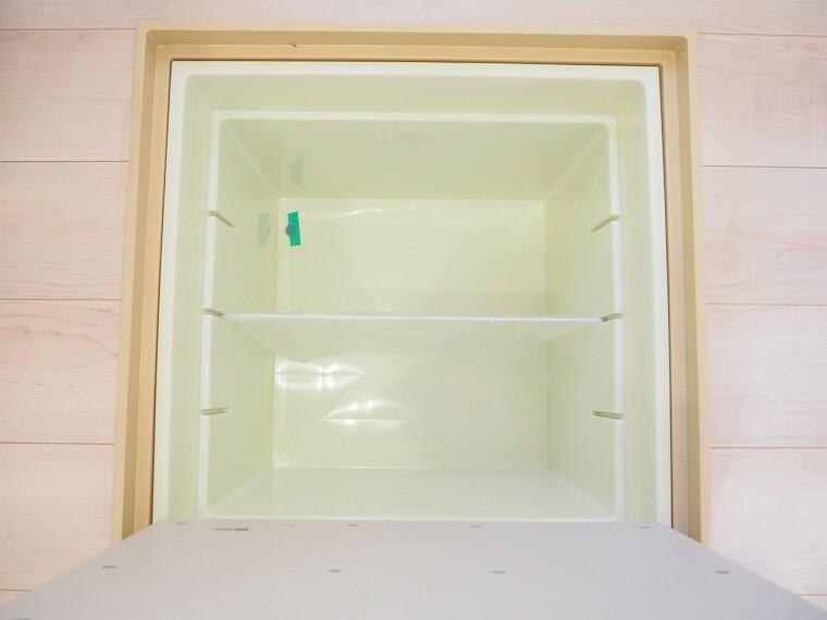 床下収納  キッチン下の床下収納  キッチンがスッキリ片付きますね