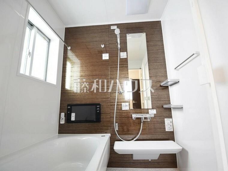 浴室 2号棟 足を伸ばして入れるバスタブで、ゆっくり一日の疲れを癒して下さい。 【府中市小柳町5丁目】