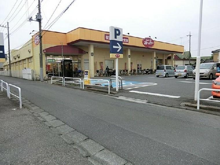 フードオフストッカー・・・営業時間9:00~21:00 食品から日用品まで取り扱っています。クリーニング店も併設されており、便利です。
