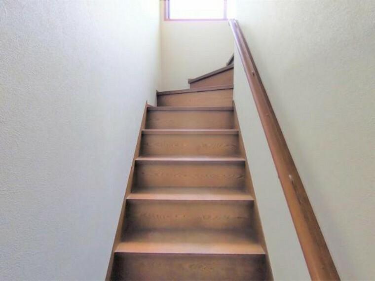 【リフォーム中】階段はクリーニングを予定しております。手すりを新設する予定ですので安心して上り下りしていただけます。