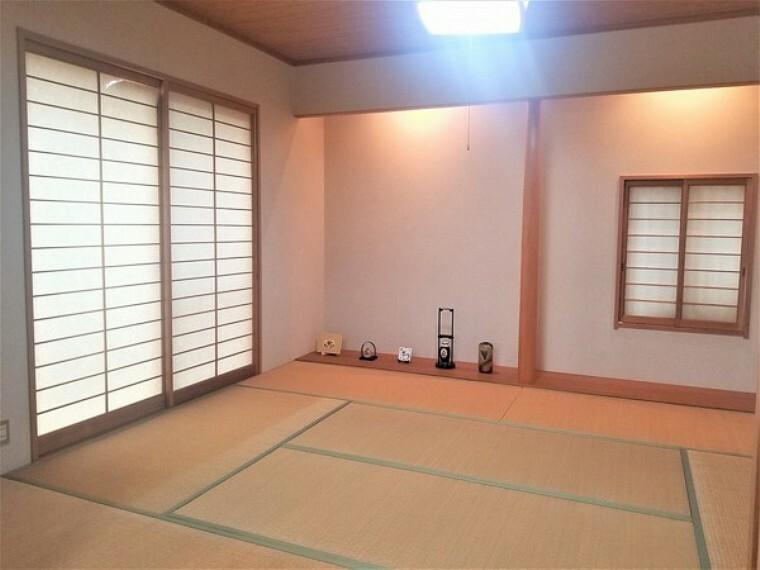 和室 和室・8帖和室!親類などの集まりにも対応可能な和室。