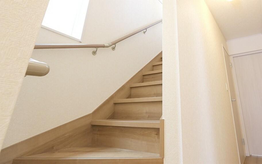 完成予想図(内観) 当社分譲施工例:階段