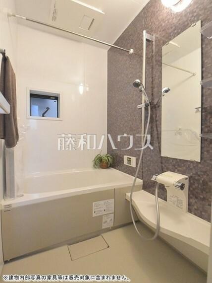 浴室 追焚き機能付きなので、生活時間の違う家族に便利です。 【杉並区天沼1丁目】