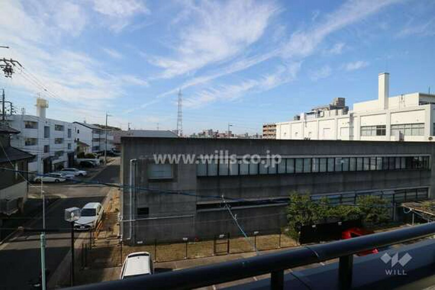 眺望 3階バルコニーからの眺め。空が広く感じられ、非常に爽快感があります。