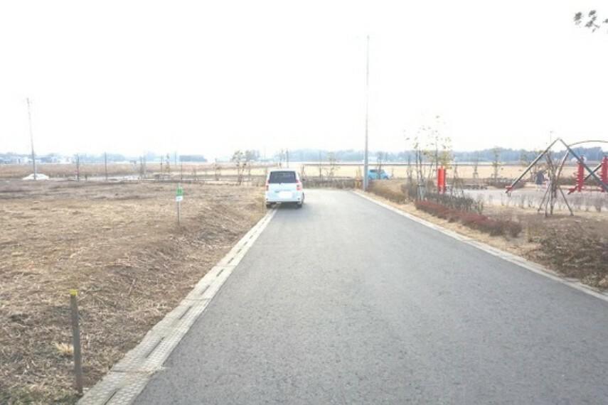 現況写真 前面道路は約6mあり、開放感がございます。