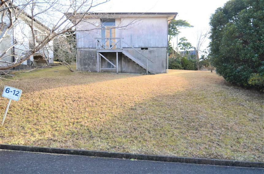 庭 敷地の様子 北側の庭 現況カーポートなし