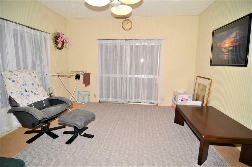 洋室 南西側8帖洋室