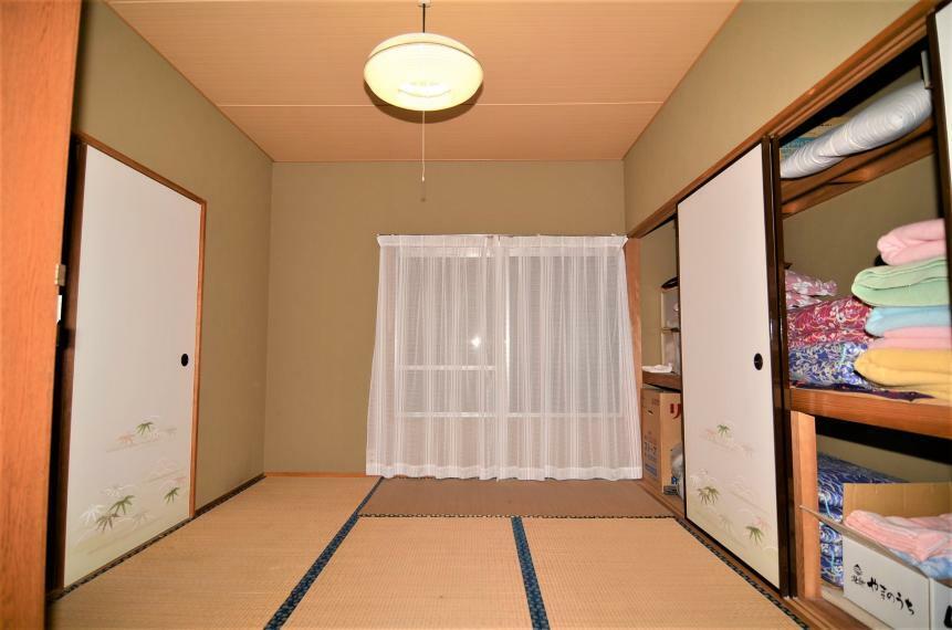 和室 東南側6帖和室