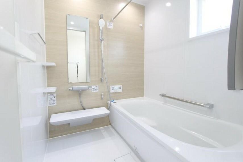 浴室 ゆったりとくつろぐことのできるバスタブです。ご家族の毎日の疲れを 癒す空間になっております。
