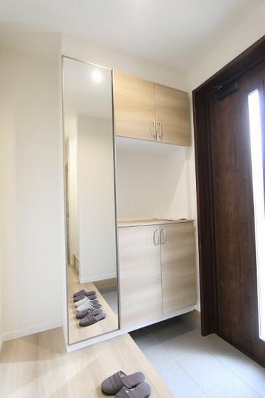 収納 玄関には大容量のシューズボックスつきですっきりお使い頂けます