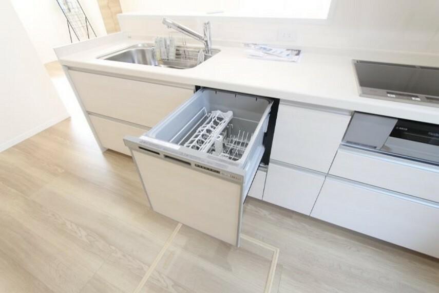 キッチン わずらわしい食器洗いを洗浄から乾燥まで自動で行うのでとても便利な食器洗乾燥機