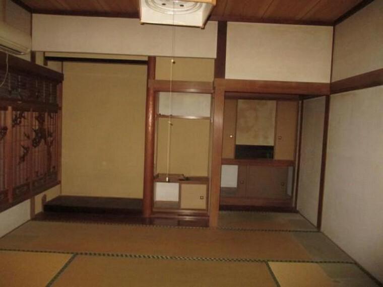 【リフォーム前】床の間付きの8帖和室です。畳、襖、障子の張替を行います。