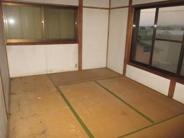 【リフォーム前】2階の南側の6帖和室ですが洋室へ変更します。