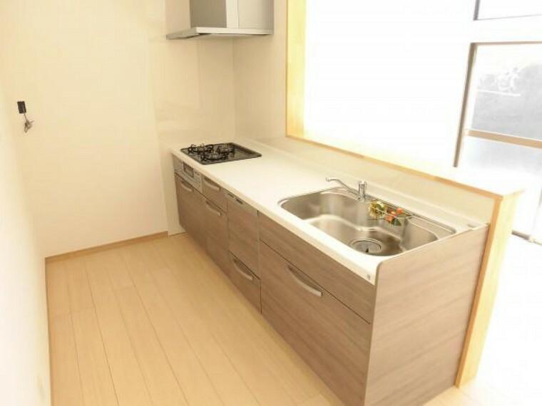 キッチン 【リフォーム済】キッチンはハウステック製システムキッチンに新品交換しました。食洗器付なので、毎日の洗い物に便利にお使い頂けます。