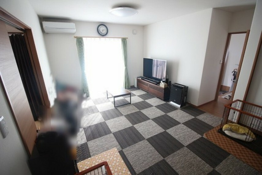 居間・リビング カーペットを敷いているので、床も綺麗です