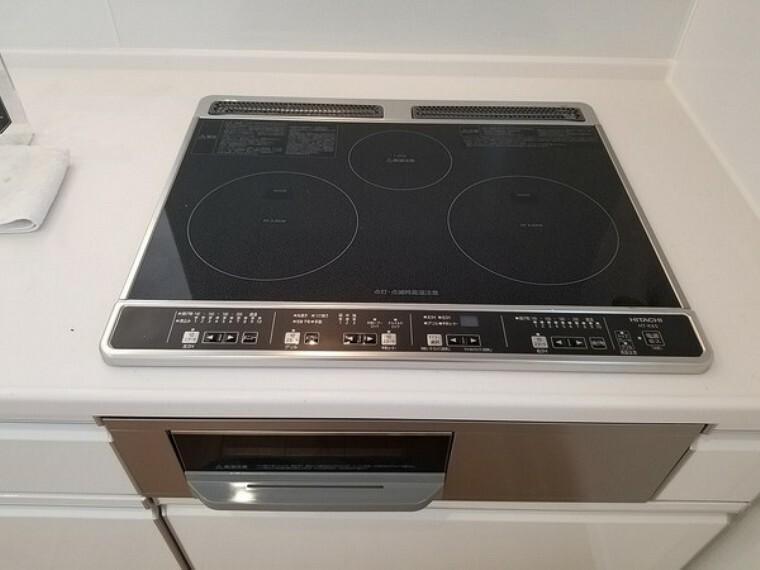キッチン キッチン・IH式クッキングヒーターは火を使わないため、空間が熱くなりにくく夏場のお料理も快適にお楽しみいただけます。