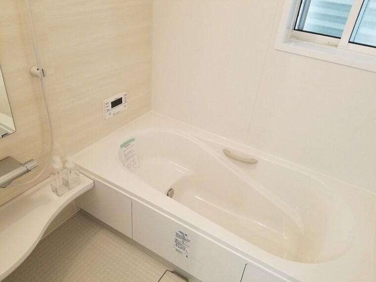 浴室 風呂・1坪サイズのゆったりバスで一日の疲れをリフレッシュ!