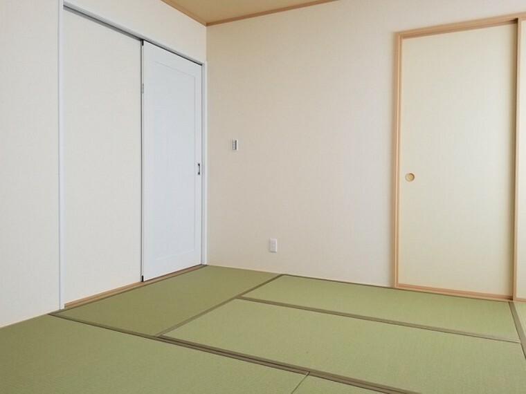 和室 和室・6帖。リビングに隣接し開放的にお使いいただけます。お子さんが小さなうちはキッズスペースとしても活躍してくれます。