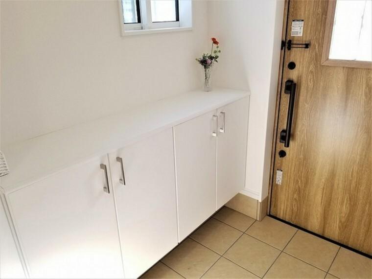玄関 玄関・シューズボックス付きの玄関でいつでもスッキリした状態を保ちやすいですよ。