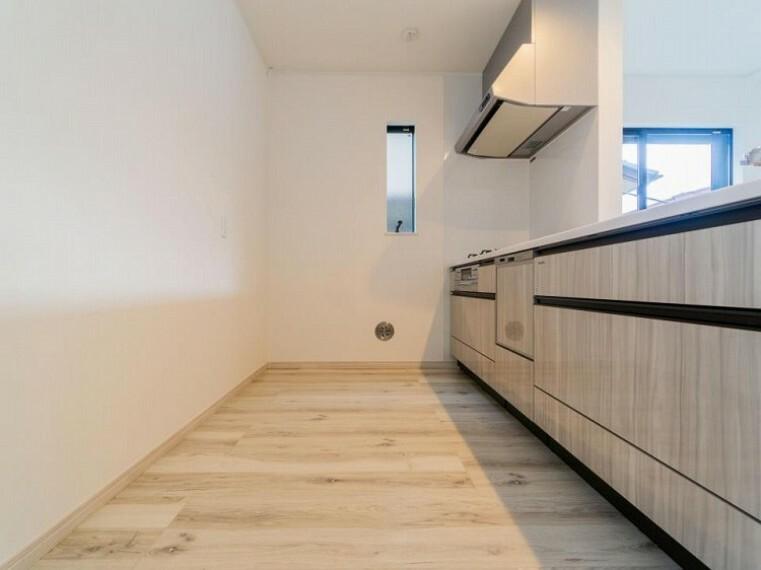 キッチン 洗い物の時間を短縮できる食器洗乾燥機付。