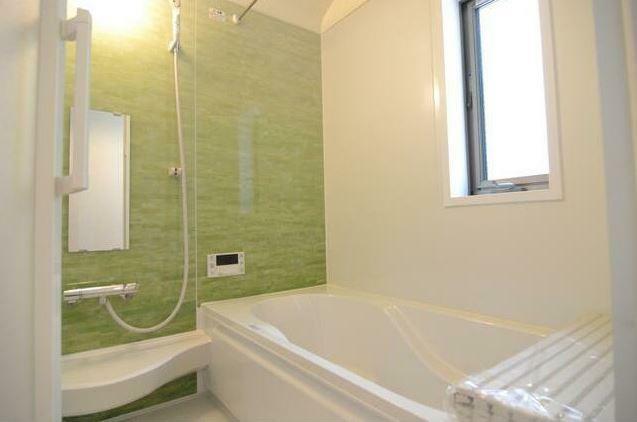 浴室 窓のある浴室で換気も簡単。