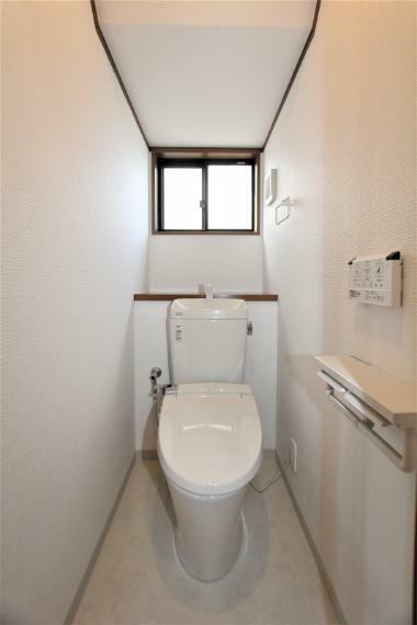 トイレ 温水洗浄機能付きの新品のトイレに入れ替えました。