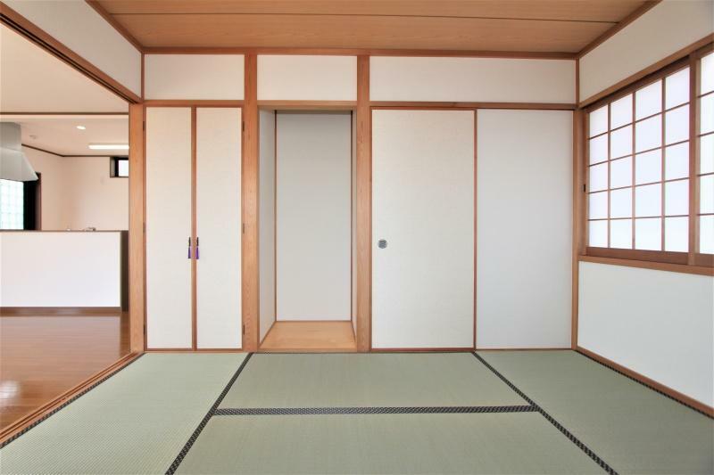 和室 6帖の和室です。畳は表替えし、襖は張り替え済みです。