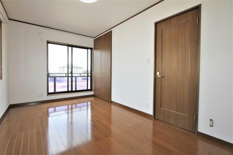 洋室 2階7.5帖の洋室です。収納に便利なクロゼット・2帖の納戸付きです。