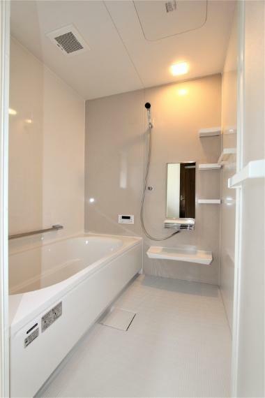 浴室 新品のお風呂に入れ替えました。ゆったり使える1坪タイプです。