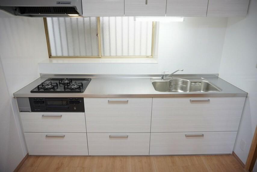 キッチン キッチンは交換済です。正面には窓があるので換気も十分にできます。