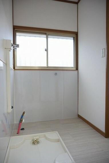 洗面所に洗濯機置き場があります。