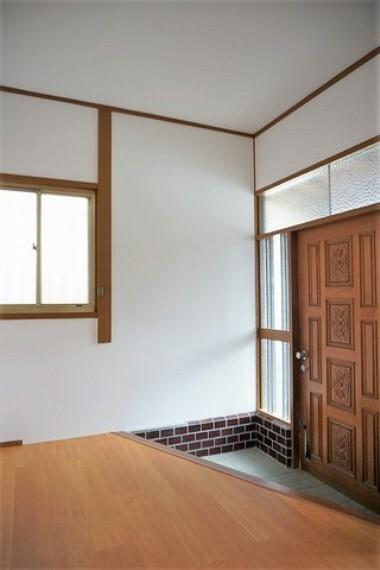 玄関 広々とした玄関スペースです。シューズボックスを置いてもゆとりのある広さです^^
