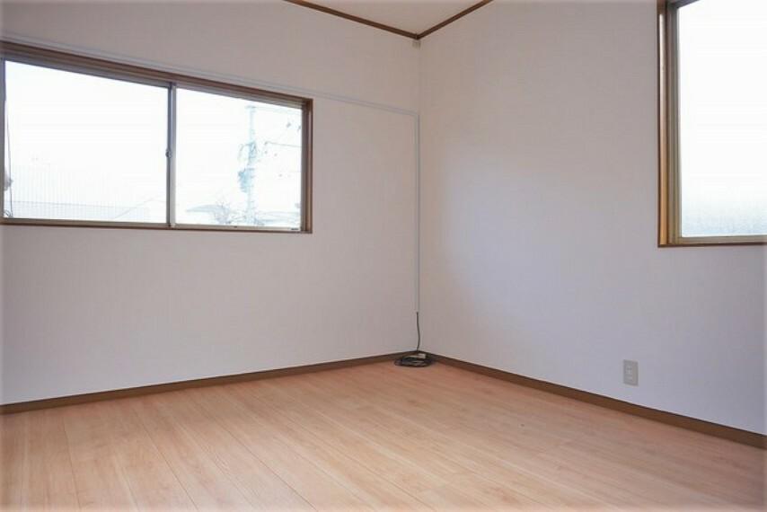 寝室 住む人のこだわりを活かす洋室^^日当たりがよく、寝室としての利用もおすすめです。