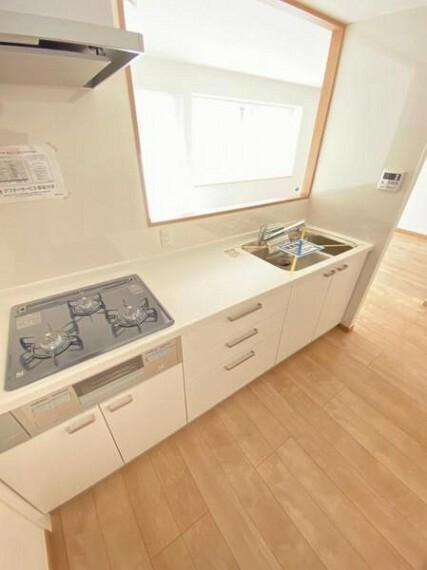 キッチン 大容量の収納を兼ね備えた使いやすいシステムキッチン