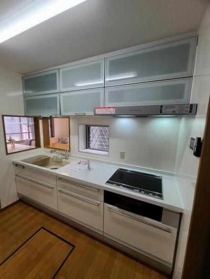 ダイニングキッチン IHクッキングヒーターで掃除もしやすい!