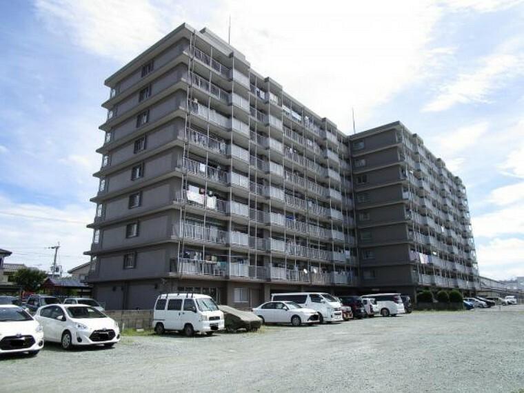 ロビー 当物件は地上9階建ての8階部分になります。