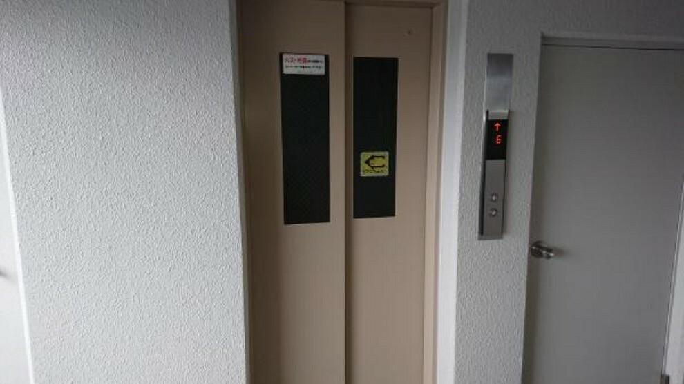 エレベーターは2020年にマンションの工事で新しいものに交換されています。