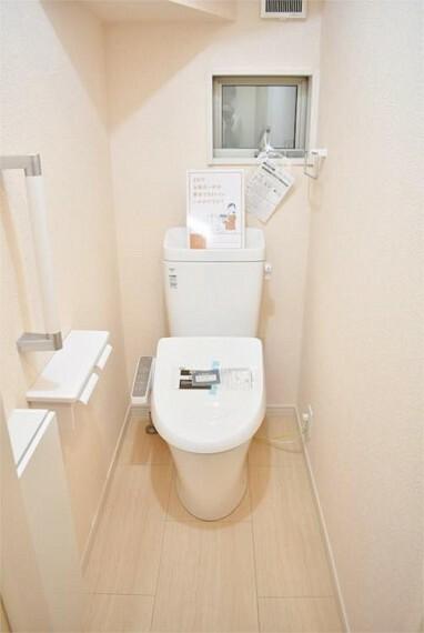 トイレ 【施工例】温水洗浄機能の付いた快適なトイレ