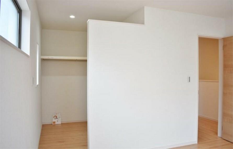 収納 【施工例】主寝室8.5帖には衣類収納やタンスを置く事もできるウォークインクローゼット付き