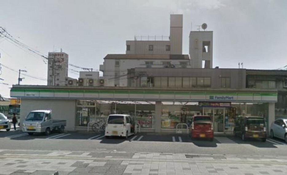 コンビニ ファミリーマート 南観音三丁目店
