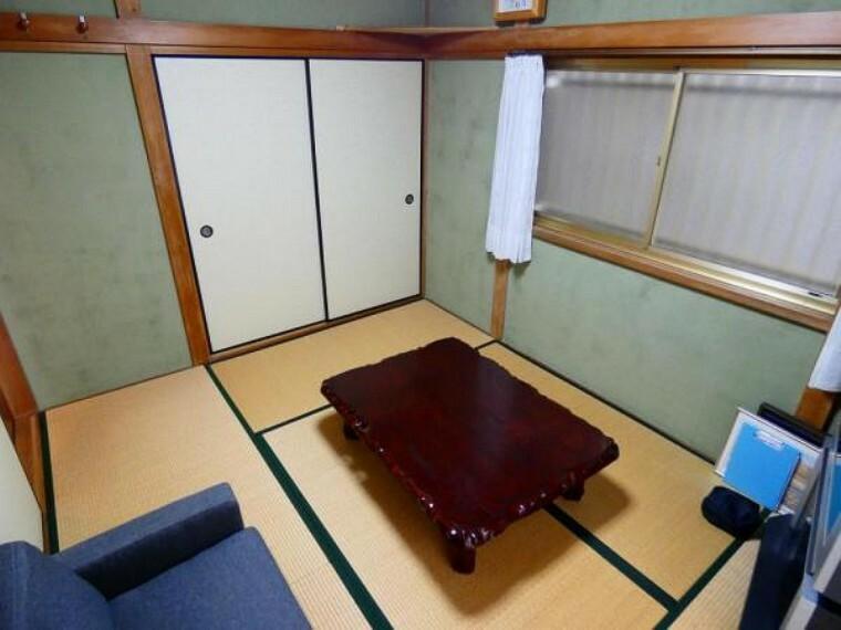 落ち着いた雰囲気の1階和室は家族のくつろぎスペースとして最適