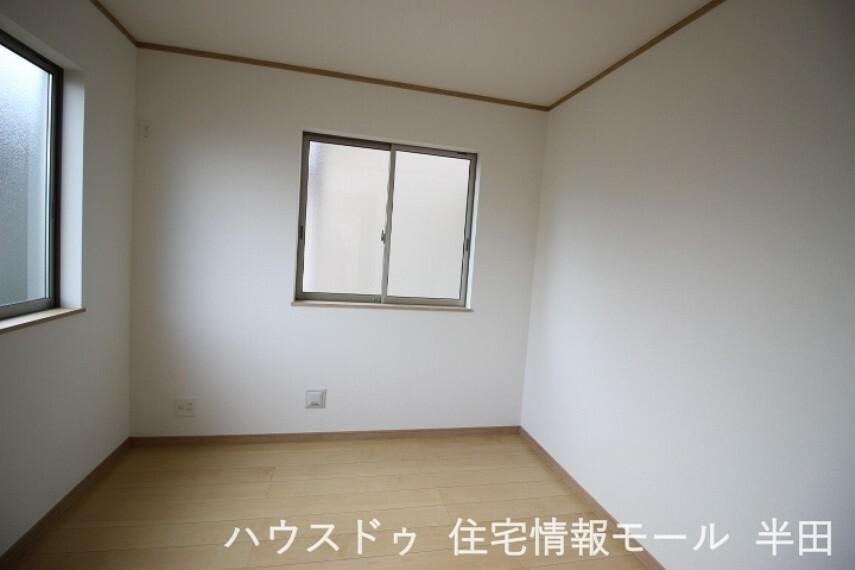 子供部屋 2階4.5帖洋室 子供部屋や書斎にも適した居室です。