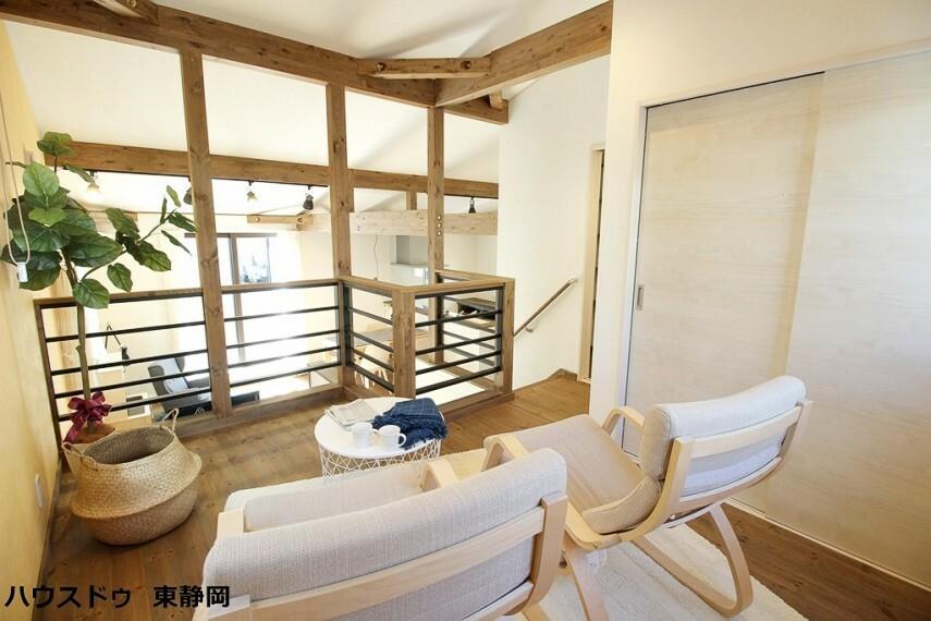 洋室 7帖洋室。リビングからのスキップフロアとなっています。リビングの延長としてもお使い頂けます