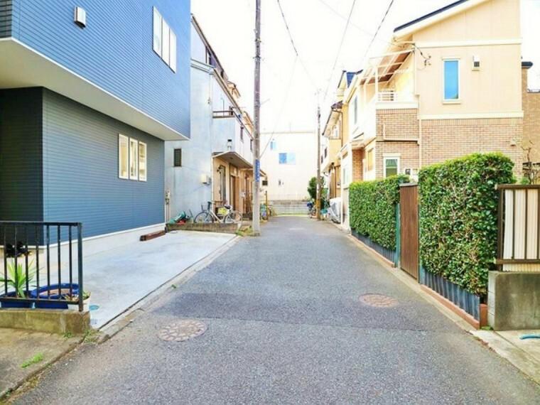 現況写真 車通りの少ない閑静な住宅街に立地。