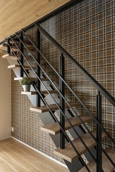 同仕様写真(内観) ストリップ階段で開放感を損なわないリビング階段