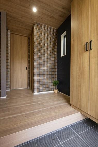 同仕様写真(内観) のびのびとした心地よさを生み出す玄関はスッキリしていいですね。